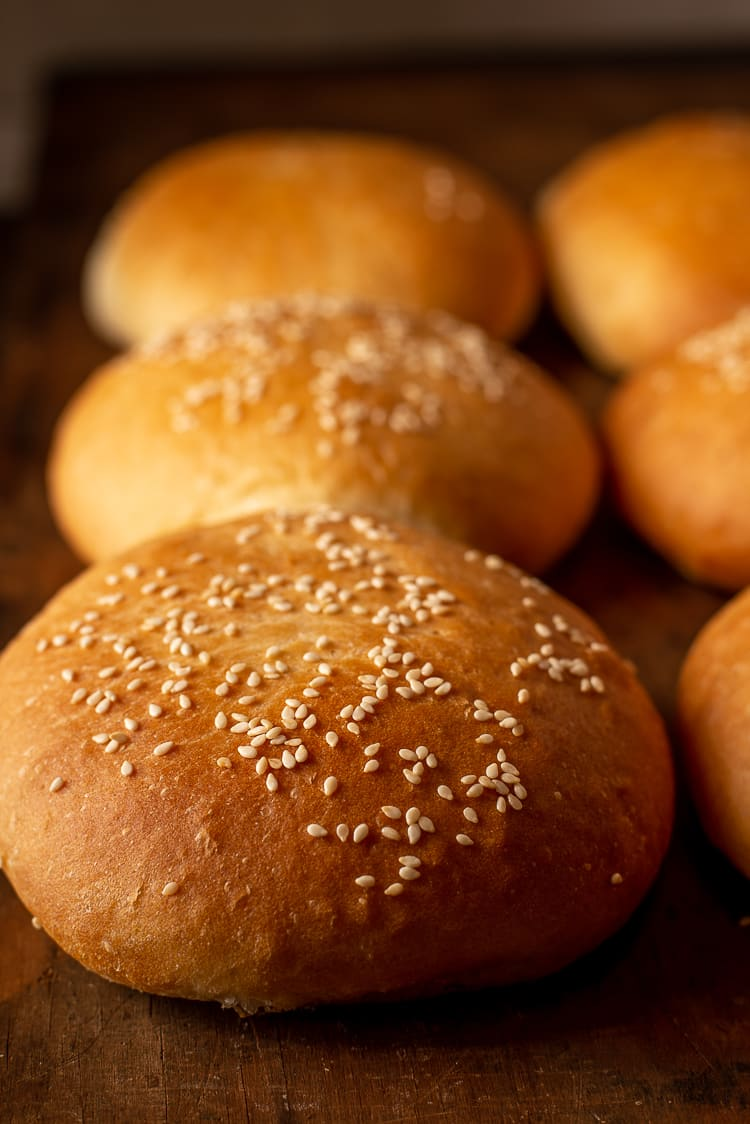 Zelfgemaakte hamburgerbroodjes