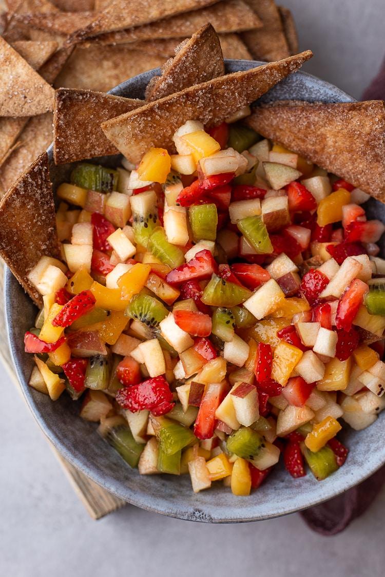 Fruitsalsa met kaneelchips