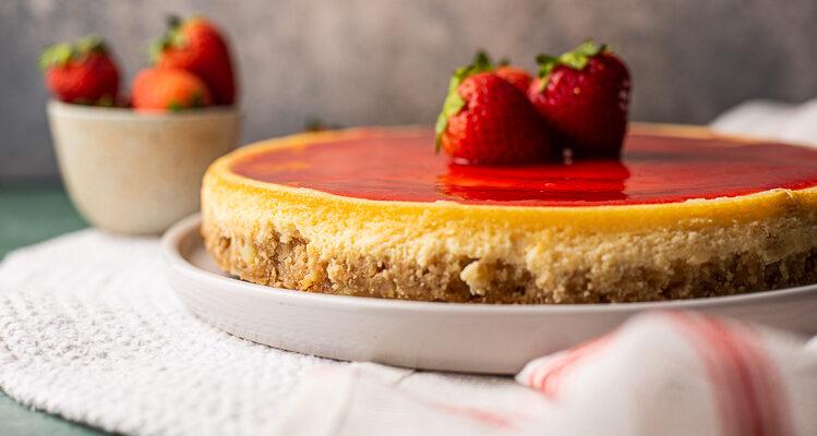 Witte chocoladecheesecake met aardbeien